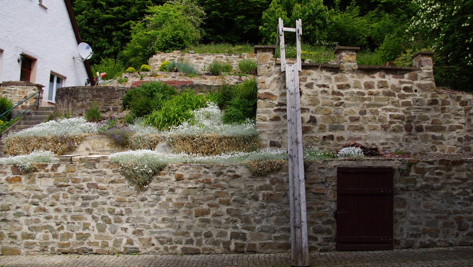 Kaskaden-Mauer