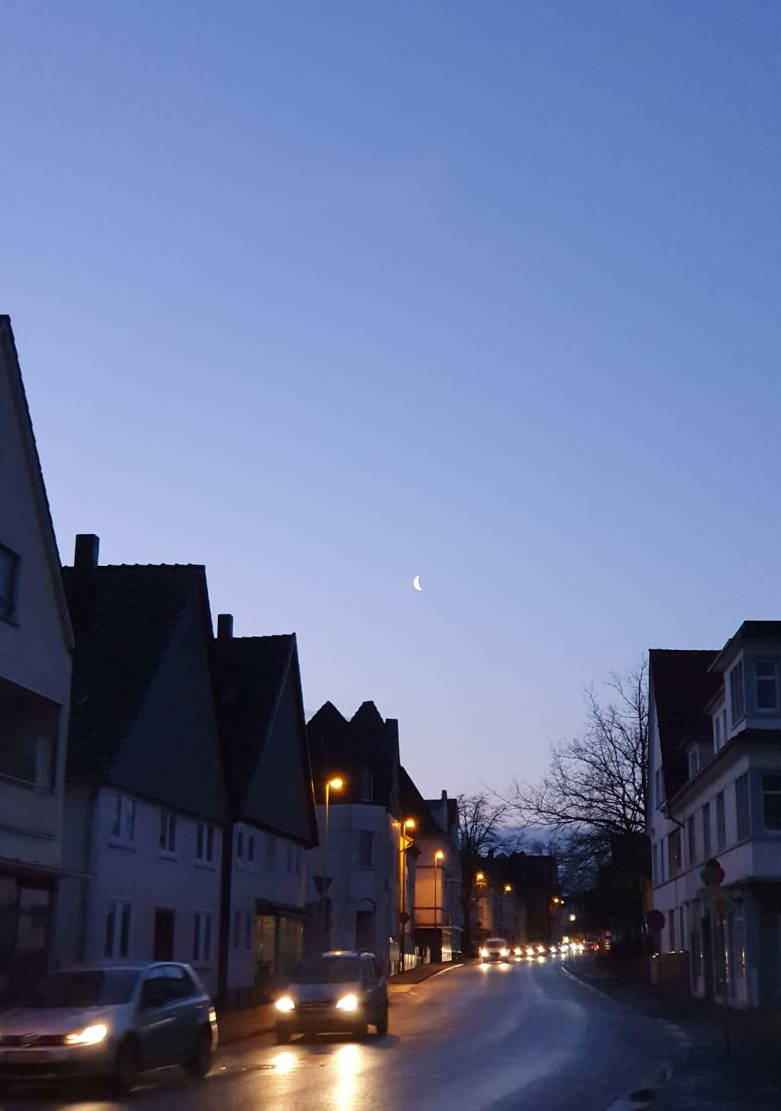 Mond-über-Stadt