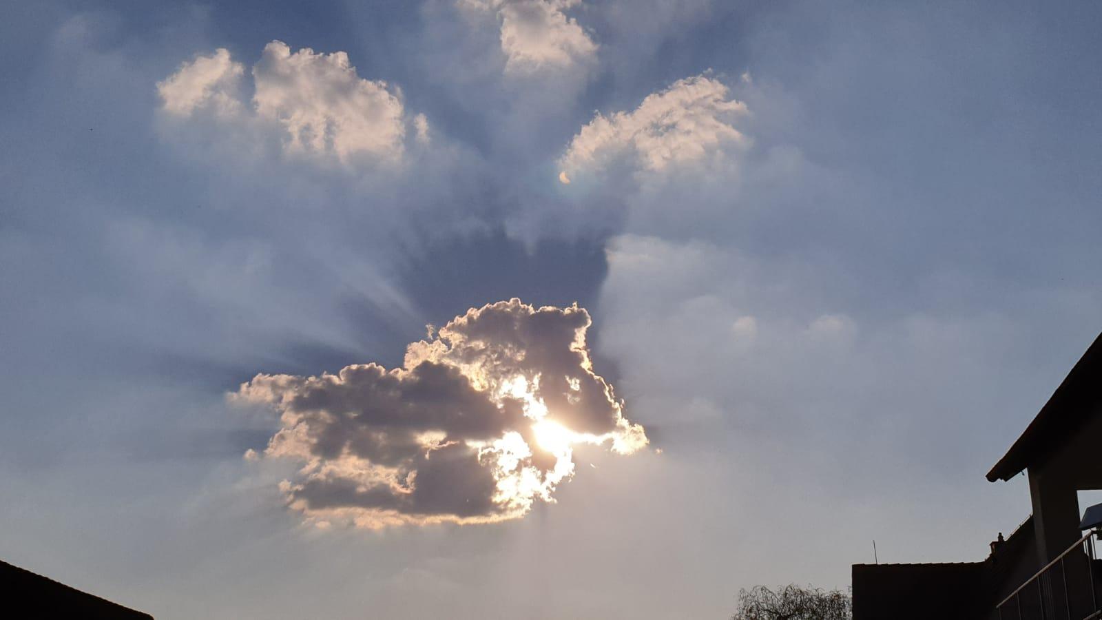 Sonne-in-Wolke