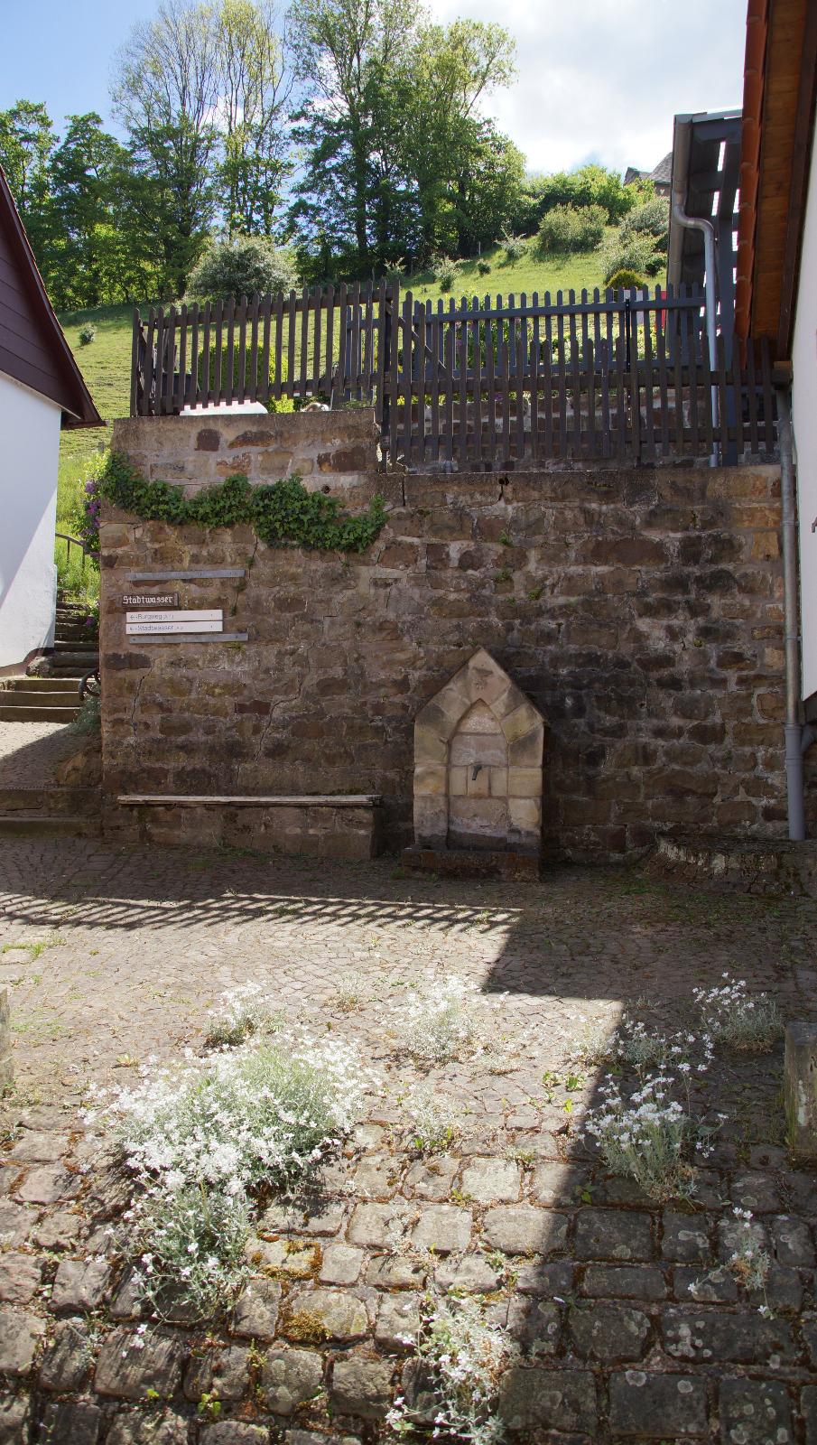 Versteckter-Brunnen